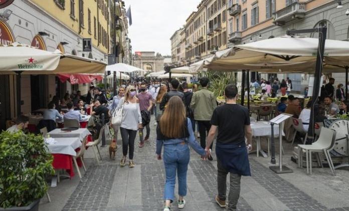 Coprifuoco e spostamenti, le nuove regole in vigore da lunedì per ristoranti, bar, parchi e piscine