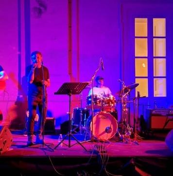Gennaro Vitrone ha ritrovato il suo pubblico live all'ombra del Belvedere di San Leucio