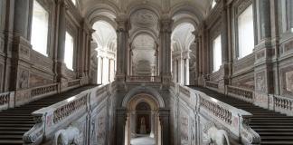 Palazzo_Scalone_Reale_vista_Vestibolo_Leoni_Ercole