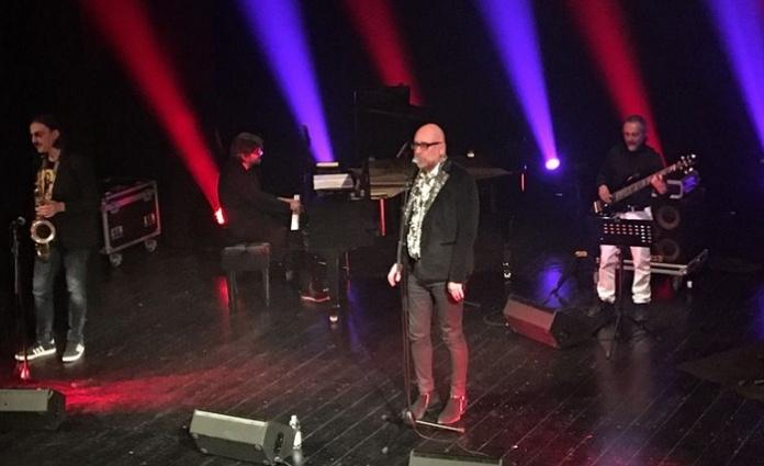 Caserta, Mario Biondi ha inaugurato il primo giorno di capienza al 100% del Teatro Parravano
