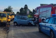 Un 22enne muore in un incidente stradale, incastrato nella sua auto